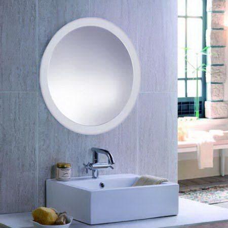 Круглые зеркала в багете часто вешаются над раковинами