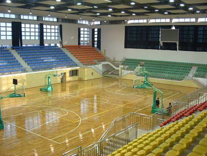Лакировка баскетбольного поля