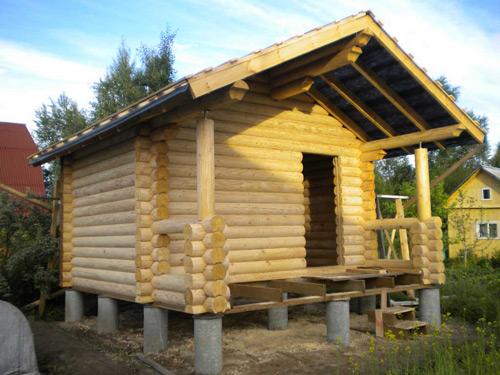 Легкий домик на столбчатом фундаменте.