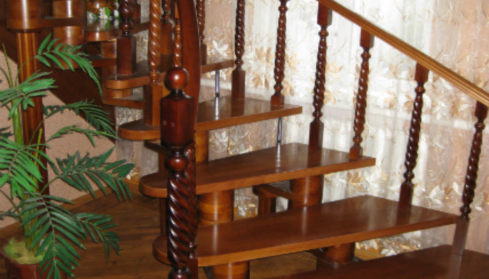 Лестница из дерева для дома