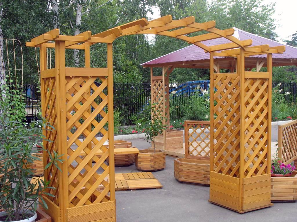 Лиственница – отличное решение для любых деревянных изделий, располагающихся на улице
