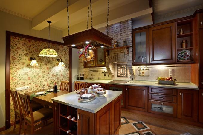 Люстры для деревянных домов (интерьер кухни в классическом стиле)