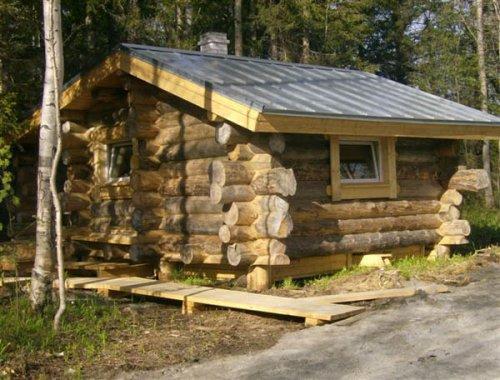 Маленький бревенчатый домик
