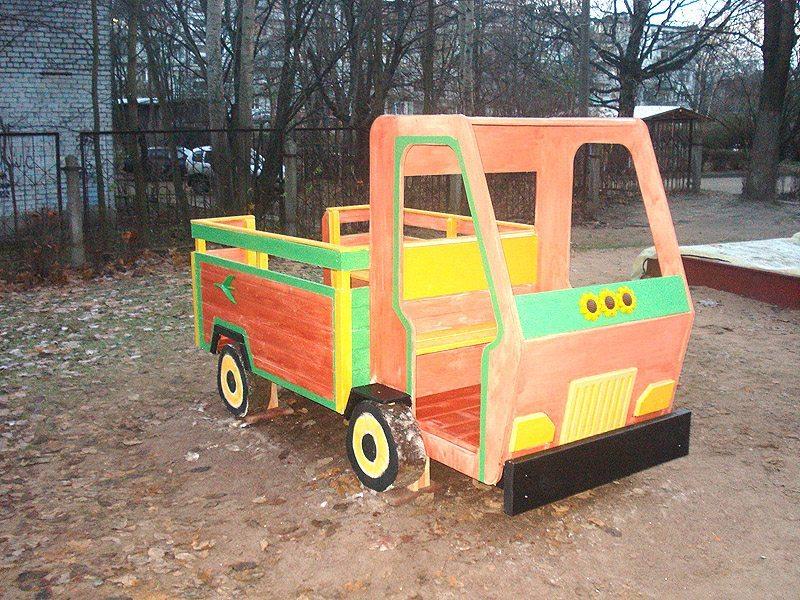 Машинка из фанеры для детской площадки
