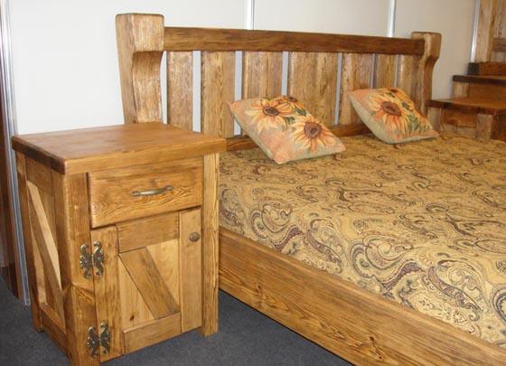 Мебель для спальни из массива дерева: кровать и тумба