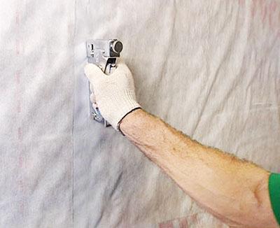 Мембрана быстро и надежно крепится с помощью строительного степлера