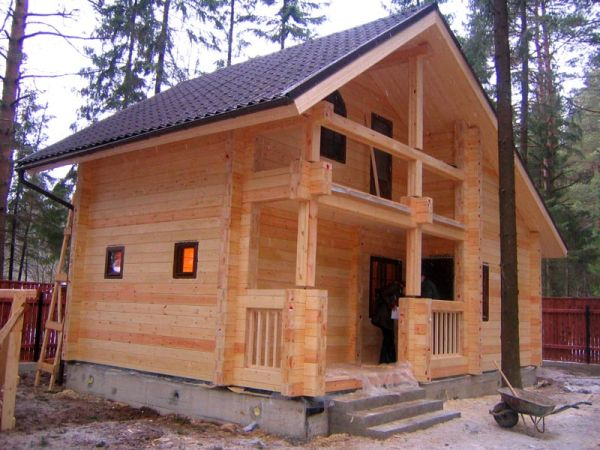 Металлочерепица – оптимальный материал для крыши бани.