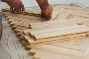 Монтаж деревянного паркета на клей