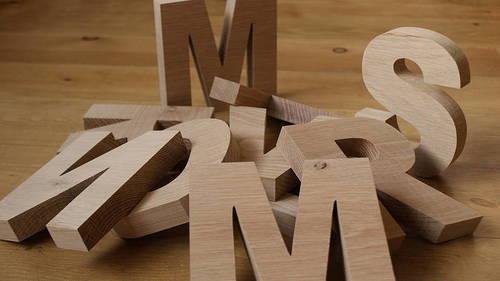 Можно еще больше упростить рабочий процесс и вырезать буквы по отдельности, они могут иметь даже разный размер, это придаст готовому результату особую привлекательность и необычность