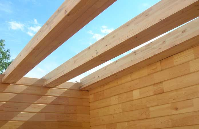 На фото - балки перекрытия деревянного дома