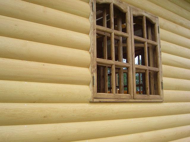 На фото - блок-хаус из лиственницы превратил каркасный дом в бревенчатый по внешнему виду