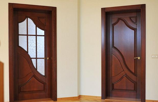 На фото - филенчатые двери