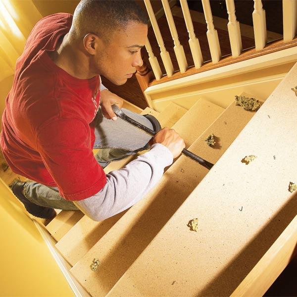 На фото - как самому починить лестницу