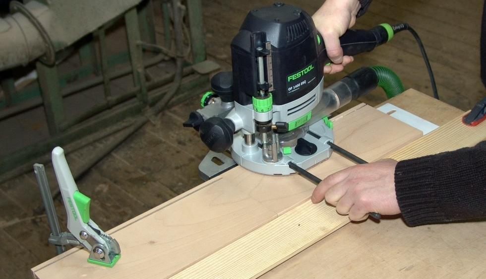 Работа ручном фрезере по дереву видео