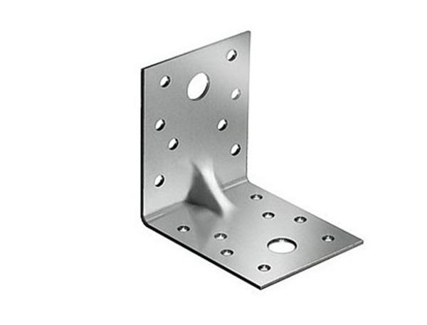 На фото – металлический уголок для крепления деталей