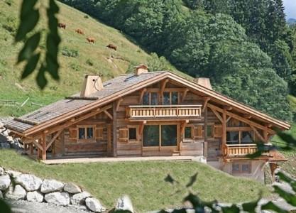 На фото – пример альпийского домика шале.