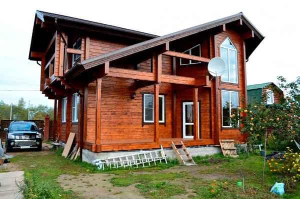 На фото – пример оригинального и уютного жилого коттеджа.