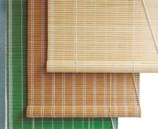 На фото бамбуковые римские шторы