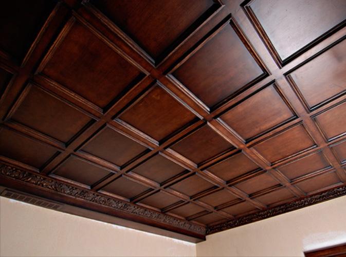 На фото: деревянные панели на потолок из дуба –роскошное решение для солидных рабочих кабинетов