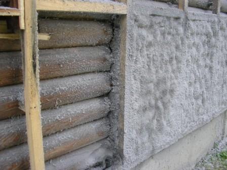 На фото: эковата наносится методом напыления и не требует устройства пароизоляционного слоя на основании