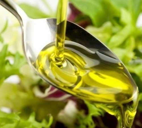 На фото: льняное масло