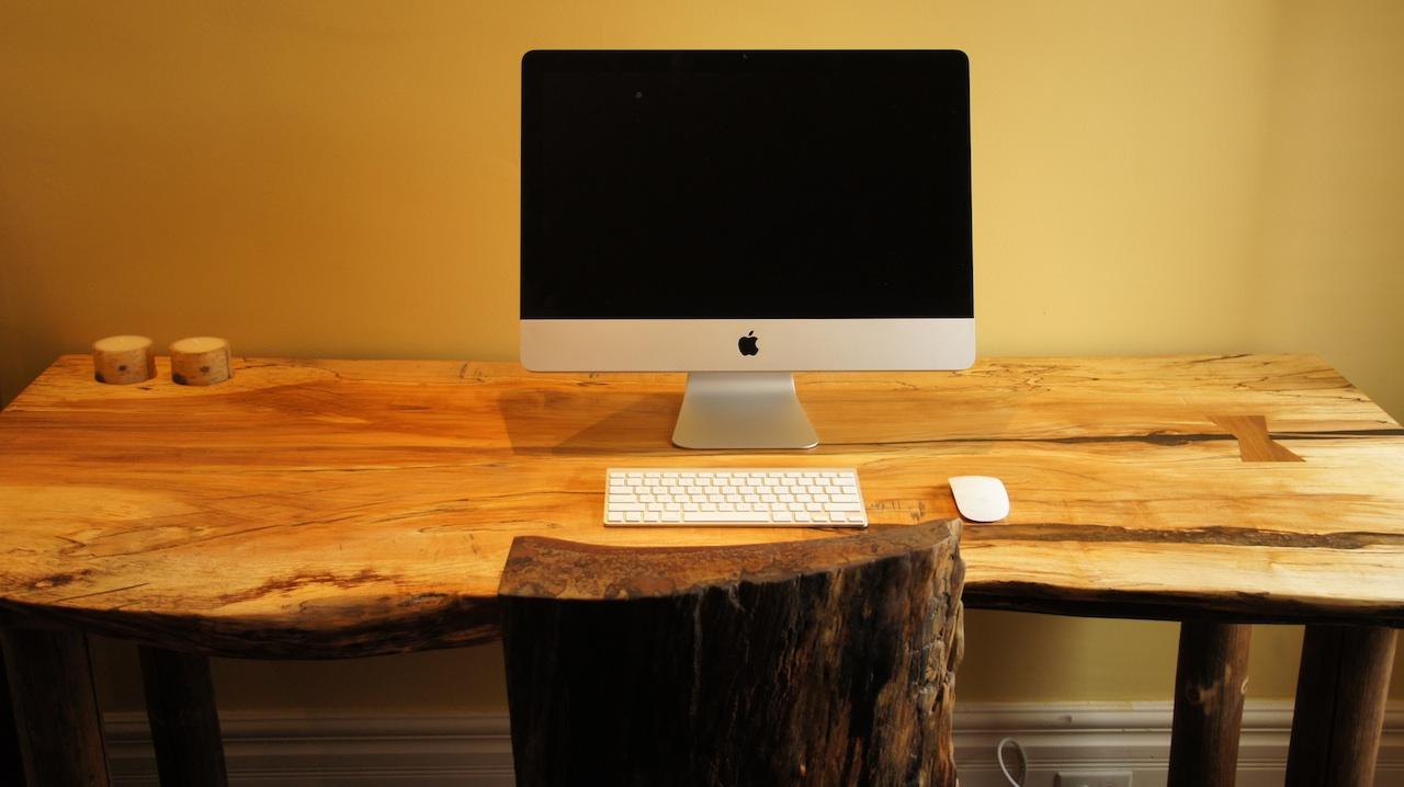 Деревянный компьютерный стол