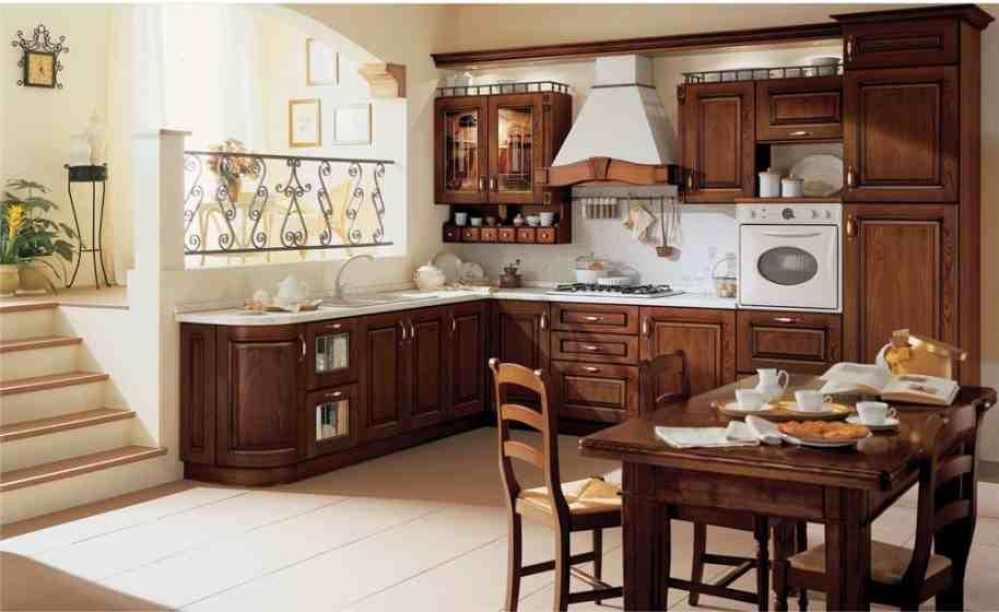 На фото показан антураж современной кухни из массива натурального дерева.