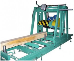 На фото: станки для производства профилированного бруса могут иметь различную конфигурацию в зависимости от того, какие функции он должен выполнять