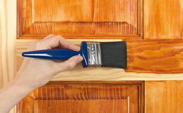 На фото: восковая пропитка для дерева подходит как для мебели, так и для любых поверхностей внутри помещений