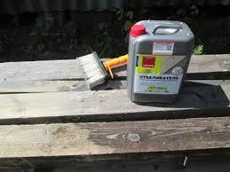 На фото: защита древесины – важный этап любого рабочего процесса с данным материалом