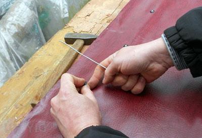 Как обшить дермантином железную дверь своими руками