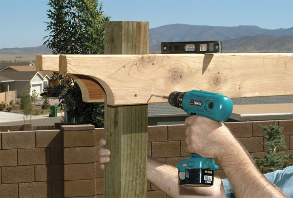 Надежное крепление и четкое расположение элементов – залог того, что пергола из дерева будет выглядеть отлично и простоит долгие годы