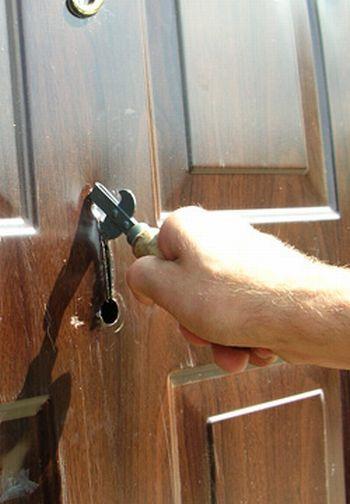 Наглядная демонстрация приобретения некачественной металлической двери