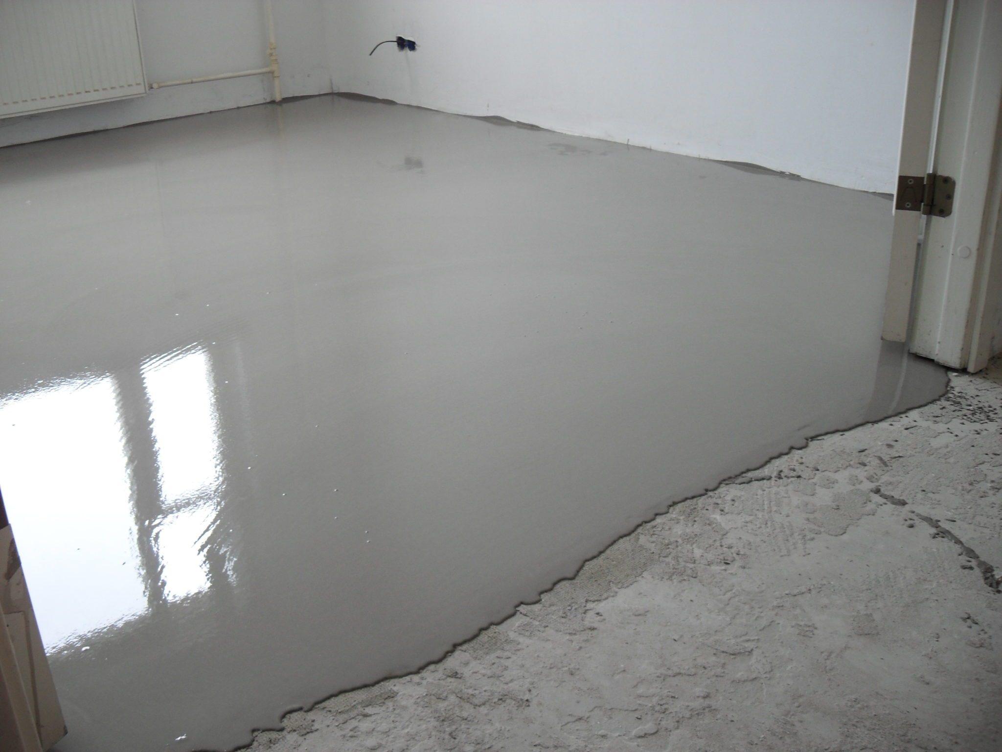 Наливной пол выровняет все дефекты бетонного основания.