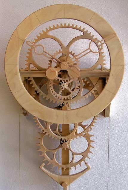 Настенные часы из дерева.