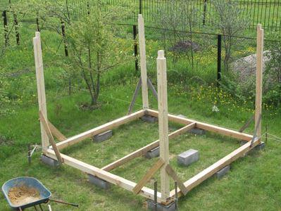 Нижняя обвязка и стойки на фундаменте