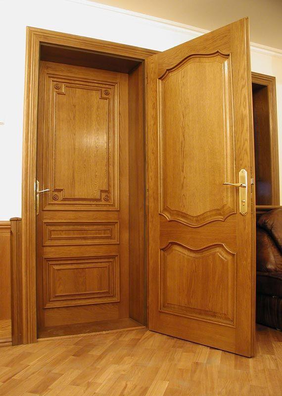 Обе двери в данном случае сделаны из дерева.
