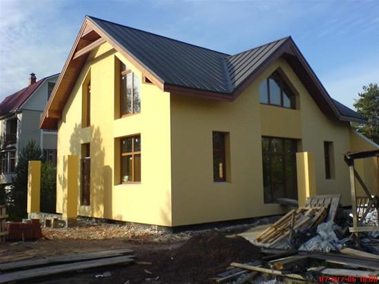 Облицовка фасада деревянного дома штукатуркой