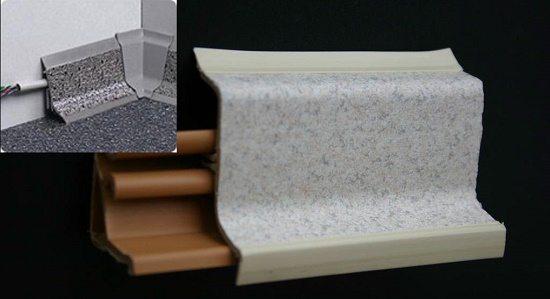 Образец плинтуса для напольной плитки со специальным каналом под проводку коммуникаций
