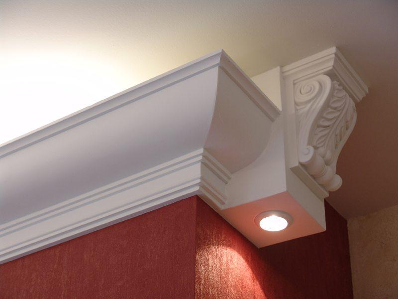 Образец потолочного полиуретанового багета со встроенной подсветкой