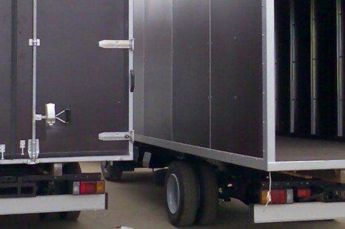Обшитые ламинированной фанерой кузова грузовиков