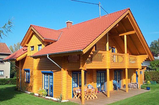 Одноэтажный загородный дом с мансардой.