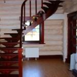 okrashennaya-drevesina-v-interere