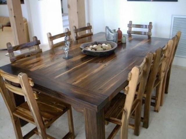 Оригинальный самодельный гарнитур из древесины сосны.