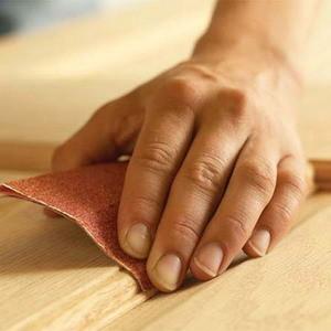 Ошкуривание деревянной поверхности