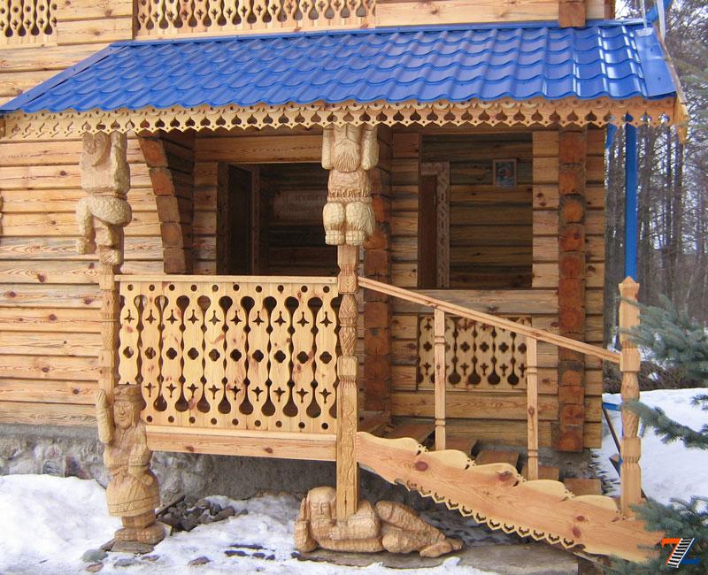 Особенно хорошо деревянные перила гармонируют с домом из аналогичного материала
