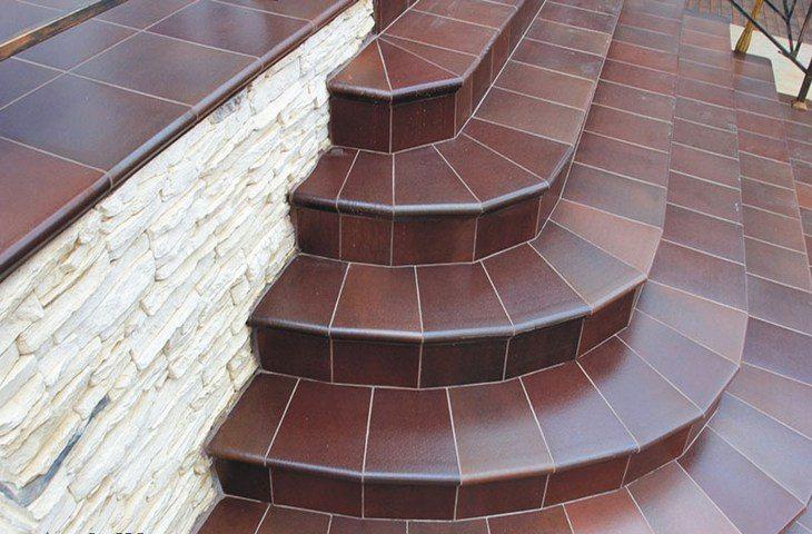 Отделка крыльца структурированной плиткой
