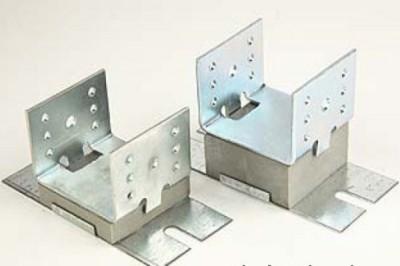 П-образный металлический крепёж для фиксации балки