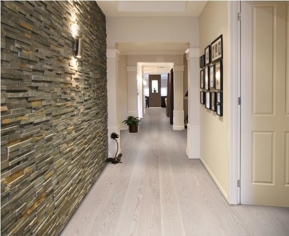 Паркетная доска светлый дуб в коридоре: скрипы отсутствуют даже после многих лет эксплуатации