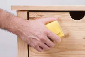 Перед нанесением покрытия изделия в обязательном порядке нужно подготовить, предварительно зачистив и обработав грунтовкой